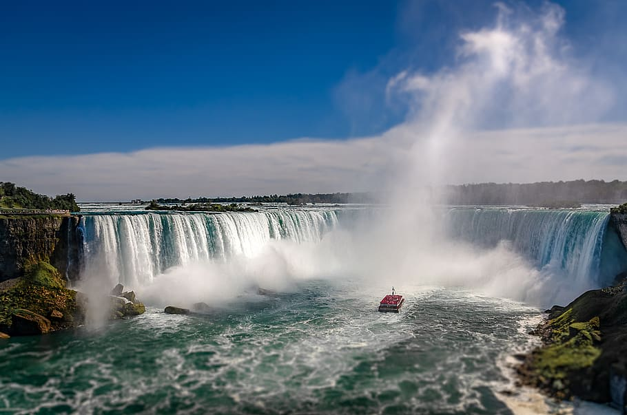Las cataratas de Niágara es de las fronteras más fascinantes del mundo. Se sitúa entre Canadá y EE.UU.